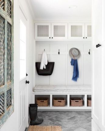 50 Stunning Farmhouse Mudroom Decor Ideas And Remodel (13)