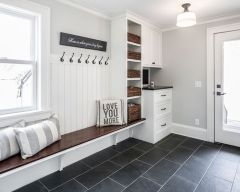 50 Stunning Farmhouse Mudroom Decor Ideas And Remodel (17)