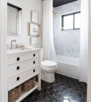 66 Adorable Farmhouse Bathroom Decor Ideas And Remodel (62)