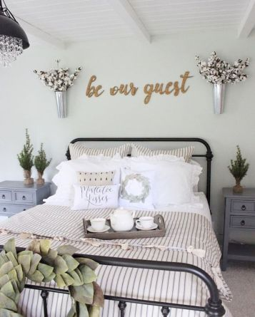 69 Best Farmhouse Bedding Decor Ideas And Remodel (59)