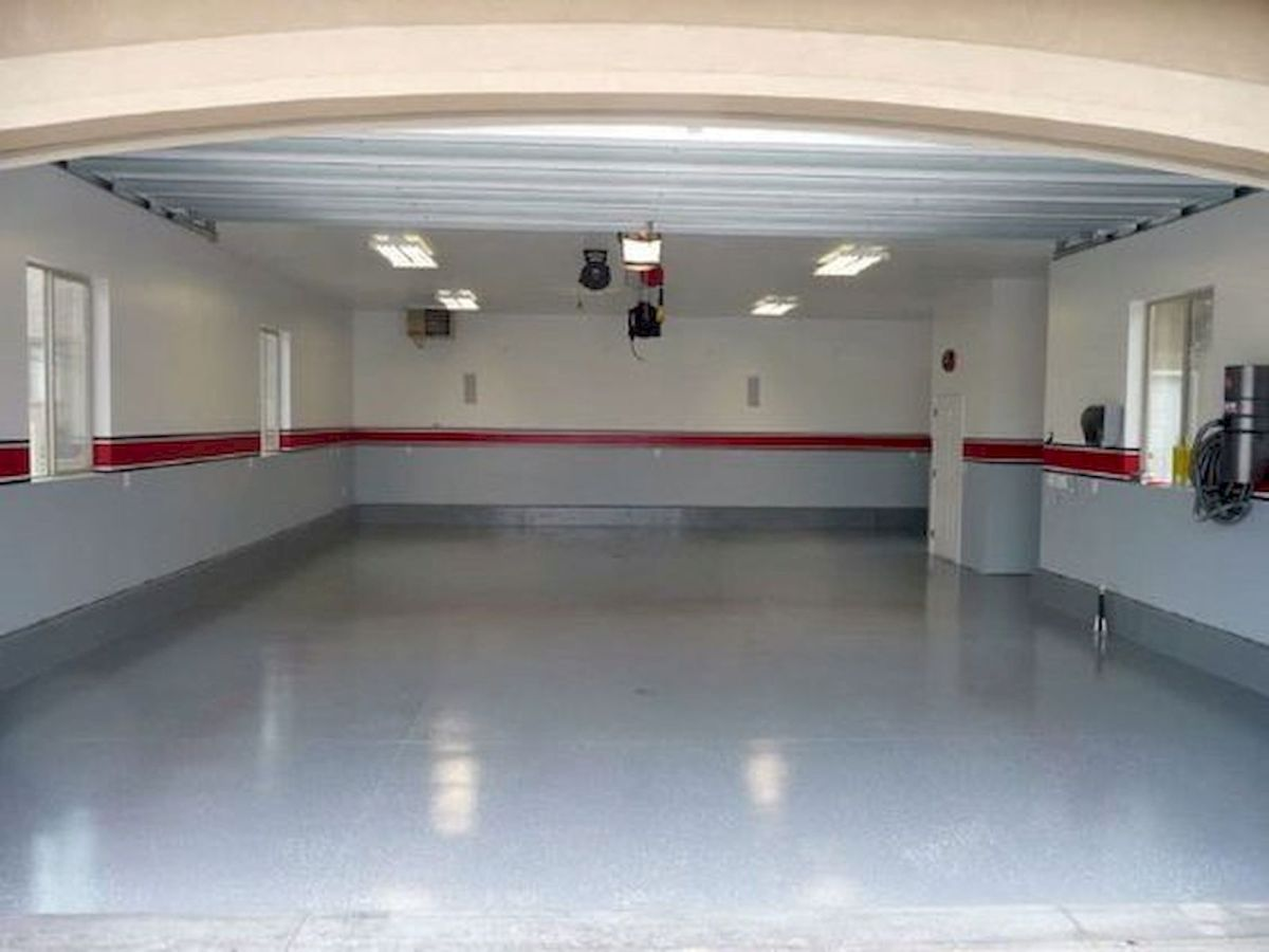 20 Best Garage Floor Ideas (7)