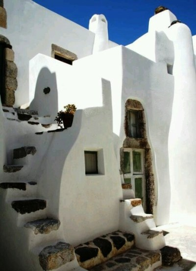 Cyclades: Homes over the deep blue | GooGreece