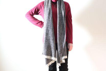 goomo.shop_handmade wool herringbone black and cream scarf
