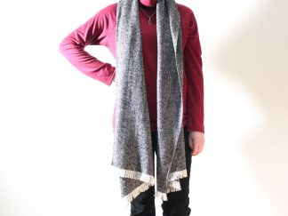 goomo.shop_handmade wool herringbone black and cream scarf