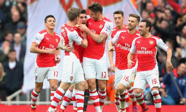 LONDON, ENGLAND - APRIL 04: Hector Bellerin of Arsenal celebrates with team-mates after scoring the opening goal during the Barclays Premier League match between Arsenal and Liverpool at Emirates Stadium on April 4, 2015 in London, England. (Photo by Paul Gilham/Getty Images)