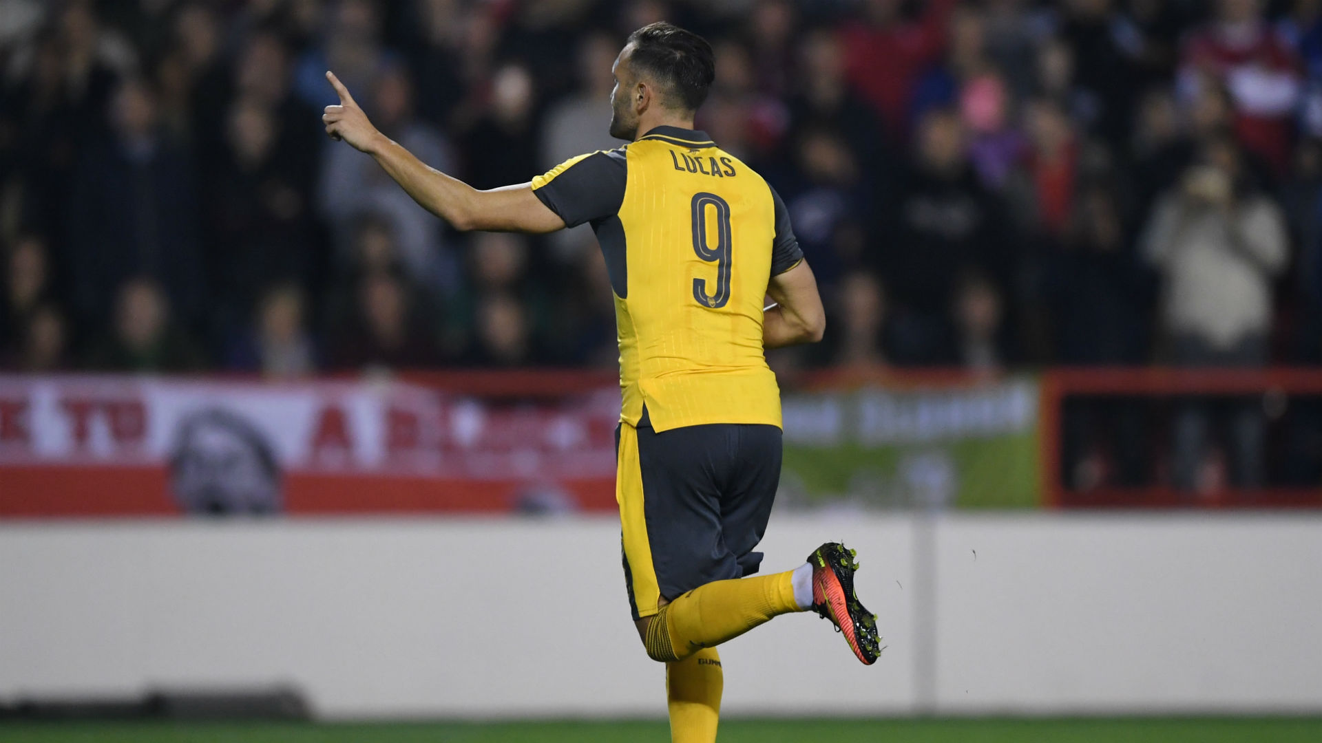 Discarded Arsenal striker close to £10m switch to West Ham
