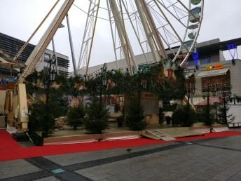 Auf meinem Weg zur Fernuni hab ich den Weihnachtsmarkt von Menschenmassen träumend leise vor sich hinmurmelnd überrascht.