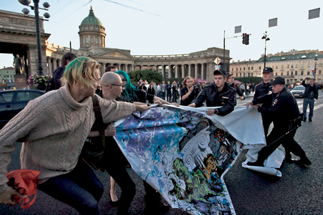Police disrupt a protest in advance of the G20 summit in St. Petersburg, Russia. Photo Credit: Valentine Egorshin, via Flickr. Licensed CC.