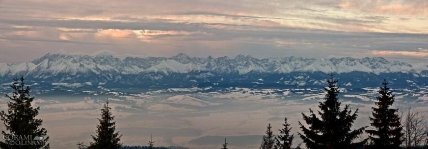 Wschód słońca nad Tatrami, widok z Turbacza