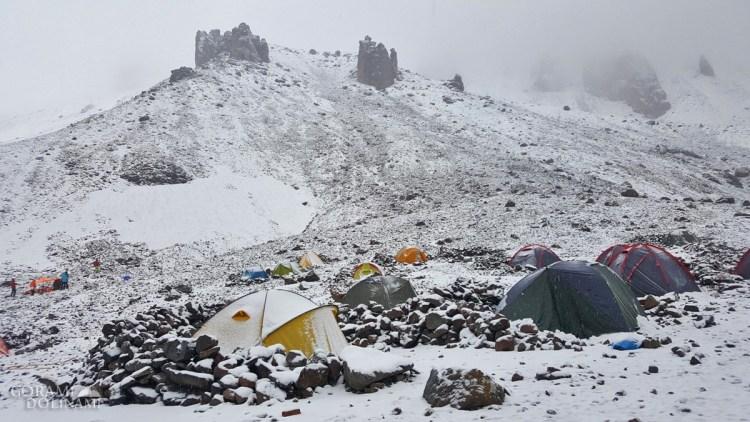 Namioty w Stacji Meteo Kazbek