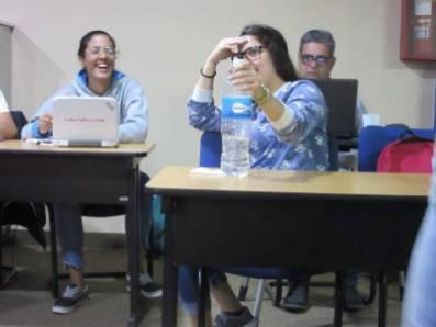 Participantes intercambiando anécdotas en el Taller Community Management para todos