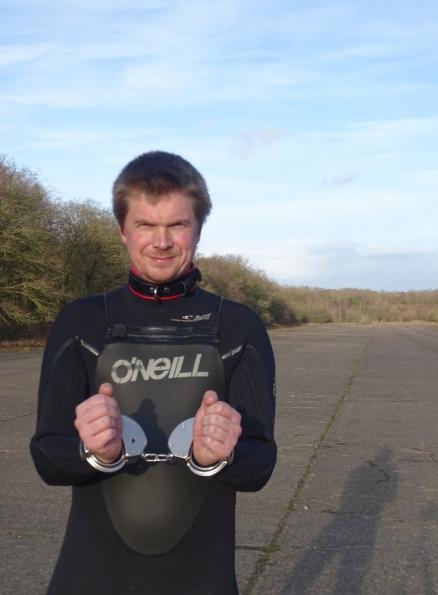 O'Neill 5/4 Mutant wetsuit + handcuffs