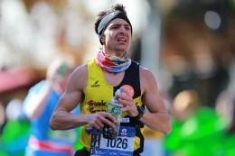 A man looks like he pushing through the pain as he runs up First Ave. during the 2016 New York City Marathon, Nov. 6, 2016. (Gordon Donovan/@YahooNews)