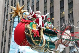 Santa Claus waves to the crowd aboard the Santa Sleigh float in the 90th Macy's Thanksgiving Day Parade in New York, Thursday, Nov. 24, 2016. (Gordon Donovan/Yahoo News)