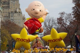 The start of the parade as the Yellow Macy Stars with Charlie Brown move down Central Park West in the 90th Macy's Thanksgiving Day Parade in New York, Thursday, Nov. 24, 2016. (Gordon Donovan/Yahoo News)