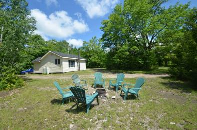 Stargazing Cabin at Gordon's Park on Manitoulin Island campfire seating area