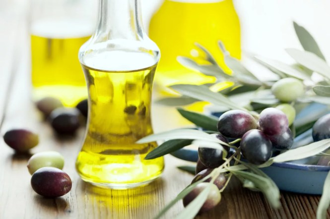 10 Best Oils For Hair Growth And Thickness