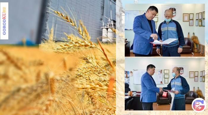 Губернатор Свердловской области отметил сотрудника ОАО «Хлебная база № 65»