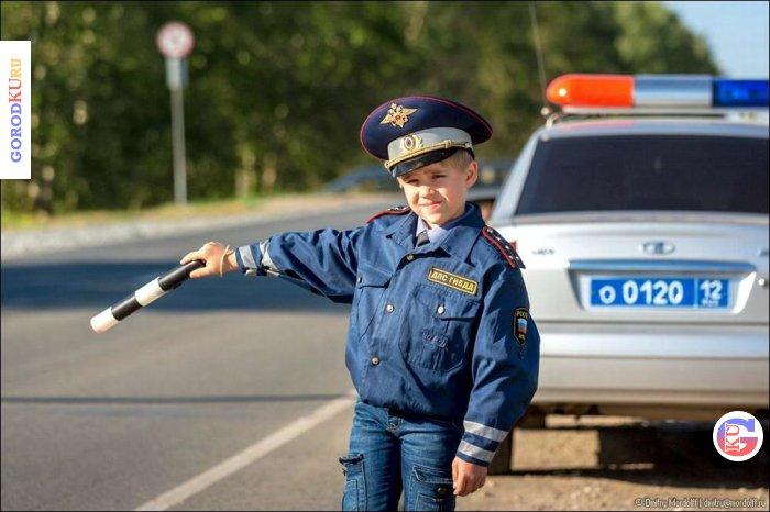 В городах Свердловской области сотрудники Госавтоинспекции организуют комплексные мероприятия по профилактике ДТП с участием детей