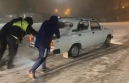 Ставропольские автоинспекторы продолжают работу в неблагоприятных погодных условиях