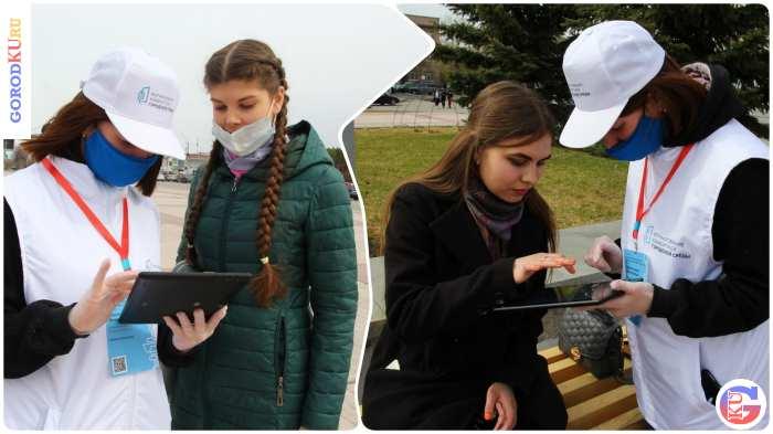 Волонтеры помогают проголосовать  за дизайн-проекты благоустройства  территории у ДК «Металлург»