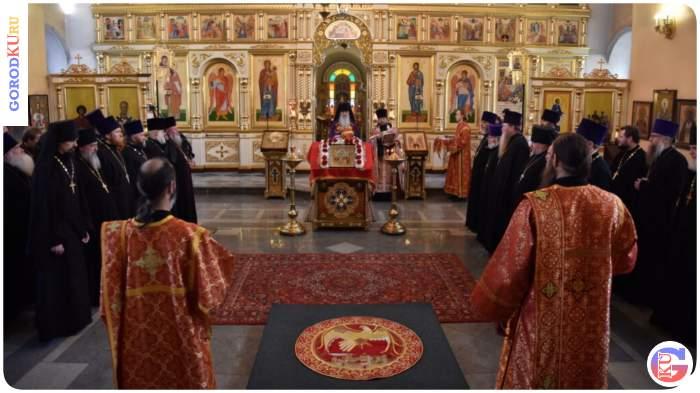 Пасхальные награды священнослужителям епархии вручил Владыка Мефодий
