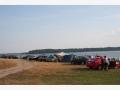 Берег озера от деревни Пески до Пачково забит отдыхающими.