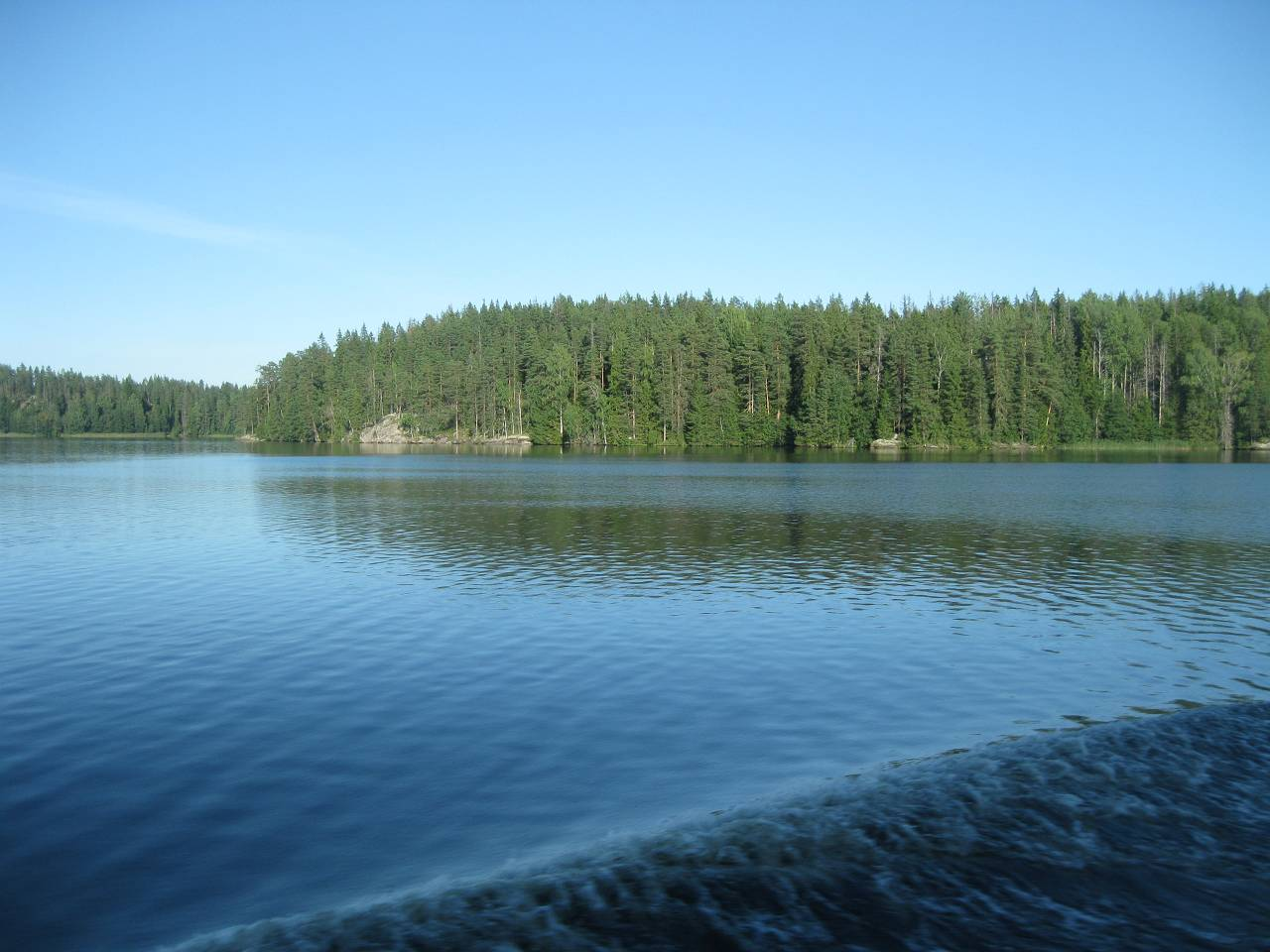Viajando a Vybor Saimaa Canal atravesa lagos, ahora rusos.