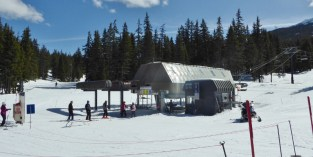 Mt Bachelor - crazy weekend lift lines at 1pm :)