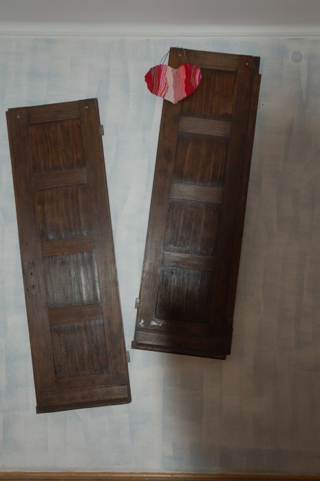 oryginalne drzwi do szkoły (z 1928) - w holu obok gabinetu