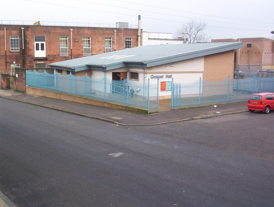2002: Outside the current building on Avenuepark Street