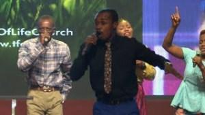 DOWNLOAD MP3: DOWNLOAD: Moses Chinakwe - Praise Medley