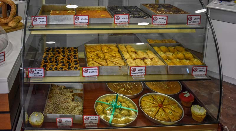 Σιροπιαστά γλυκά η «δύναμη» του Ζαχαροπλαστείου Donald Pastry & Coffee shop