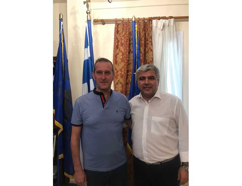 Ο Δήμαρχος κ. Νίκος Γεωργάκος συνάντησε τον Πρόεδρο των Ποδοσφαιρικών Σωματείων Πρέβεζας & Λευκάδας κ. Θωμά Κάρτσακλα.