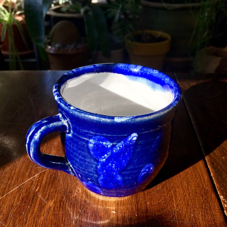 Mug (Shaner white and royal blue, oxidation) *n/a