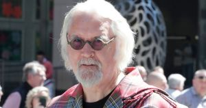 1_Grand-Marshal-Billy-Connolly-at-the-Tartan-Day-Parade-2019-1.jpg