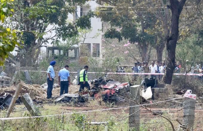 Драматични снимки од аеро-шоу: Во воздух се судрија воени авиони, еден пилот загина, двајца се повредени