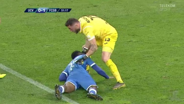 Ghanaian player escapes death after collapsing while playing in Romania 5