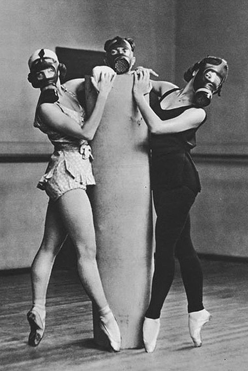 gas-masks-ballet