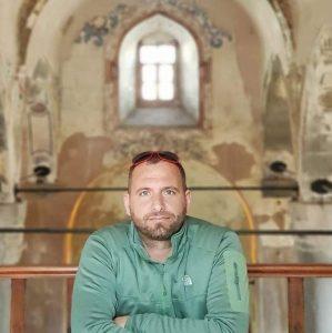 """Гостиварецот Бурхан Амети на меѓународна изложба """"Од отпад до уметност"""" во Азербејџан"""