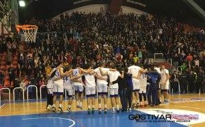 (Видео) Мајсториите на кошаркарите и публиката на натпреварот КК Гостивар – Кожув