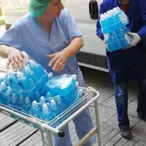 Охриѓанец по потекло од Гостивар донираше заштитни средства за гостиварската болница