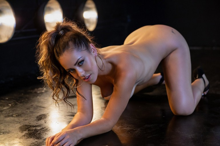 Fotos sensuais de mulheres nuas gemendo
