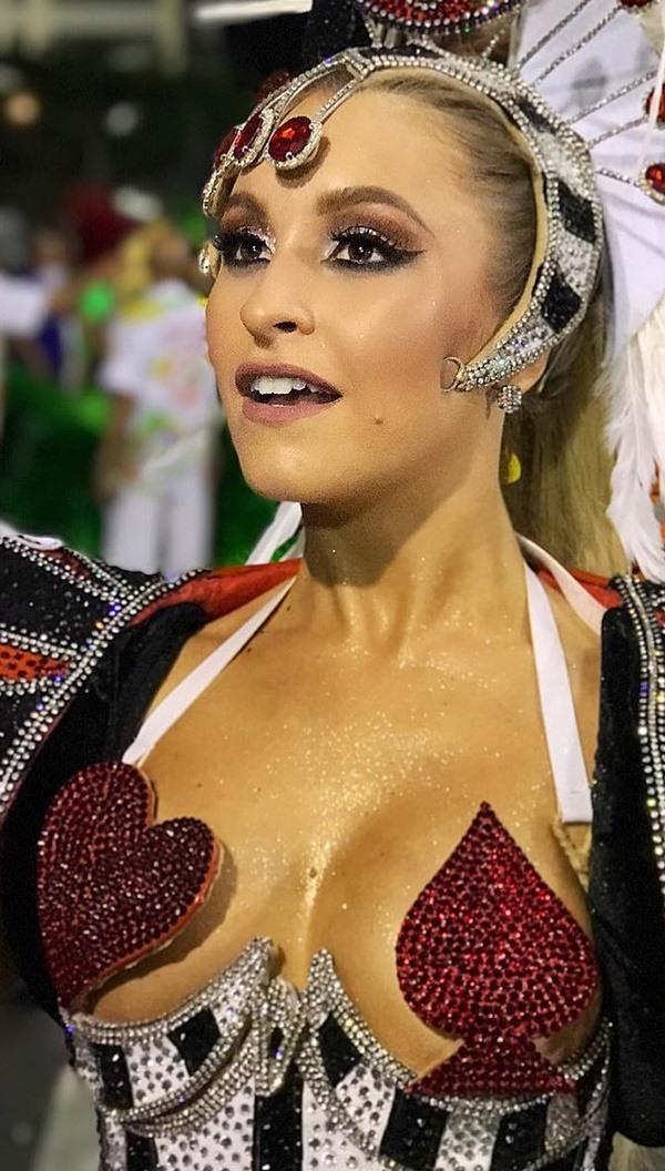 Carla Diaz do BBB 21 semi-nua