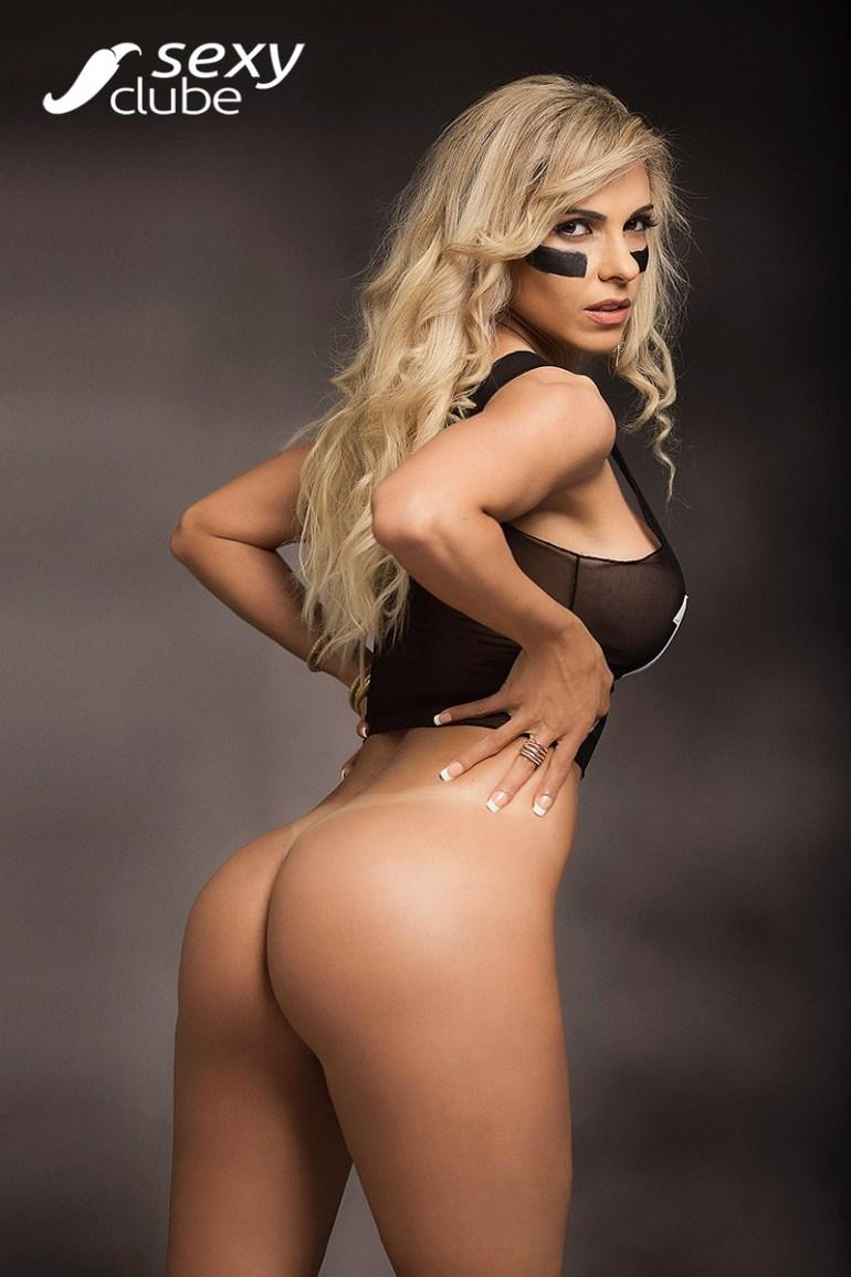 Gostosa pelada muito safada nua para a Revista Sexy