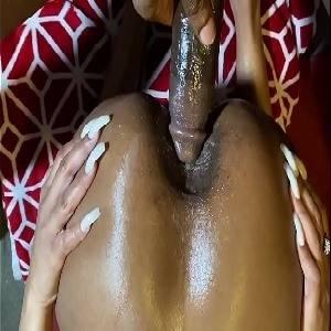 Cacete duro  no cuzão guloso devorador de caralho da negra tesuda