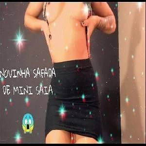 Garota novinha  gostosinha  se exibindo de mini saia camgirl safada e gostosa