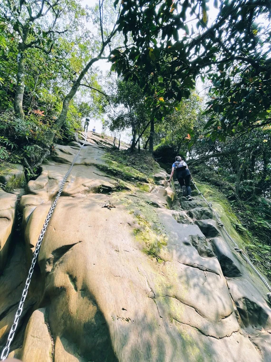 皇帝殿東峰前的岩壁