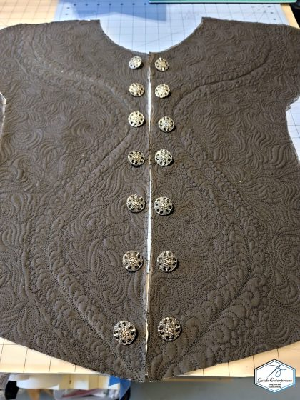 Doublet front quilting with buttons