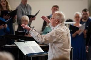 Gunnar Eriksson dirigerar